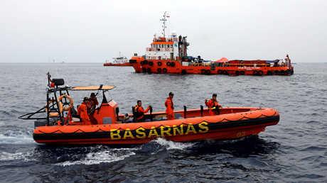 عمليات البحث عن حطام الطائرة الإندونيسية المنكوبة
