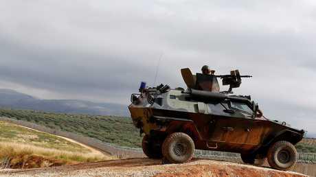 عربة عسكرية تركية عند الحدود السورية
