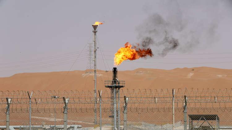 تراجع أسعار النفط مع منح أمريكا إعفاءات لكبار مشتري النفط الإيراني