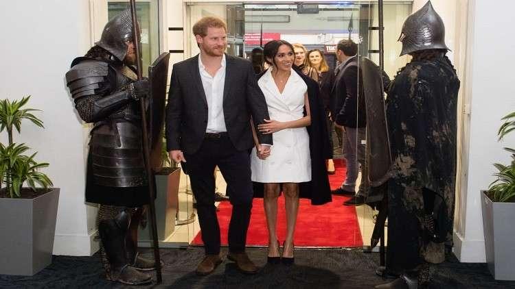 لماذا ترتدي كيت وميغان فساتين قصيرة أثناء الحمل؟