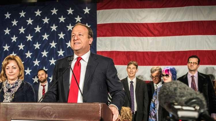 انتخاب أول حاكم مثلي لولاية أمريكية