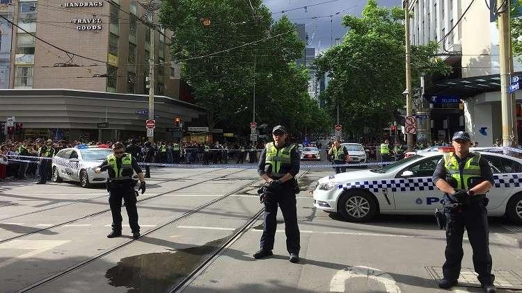 لحظة الهجوم بسكين في مدينة ملبورن الأسترالية
