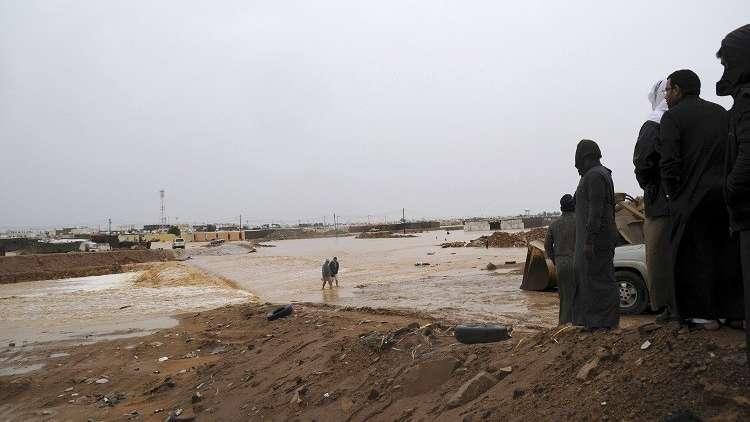 بالفيديو.. أضرار جراء السيول والفيضانات في السعودية والكويت