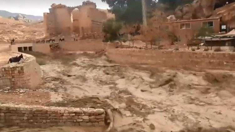 الأردن.. مصرع 11 شخصا جراء السيول الجارفة