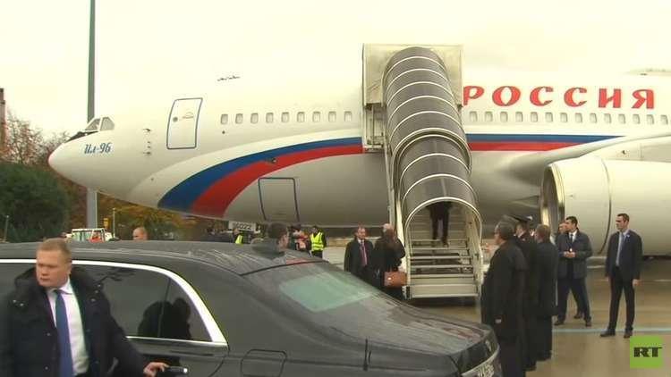 بوتين يستعرض ليموزينه في باريس