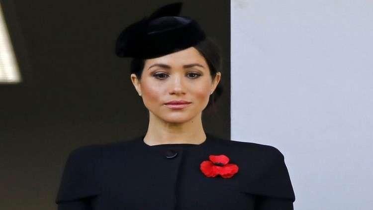 لماذا وقفت ميغان بعيدا عن الملكة في احتفالات