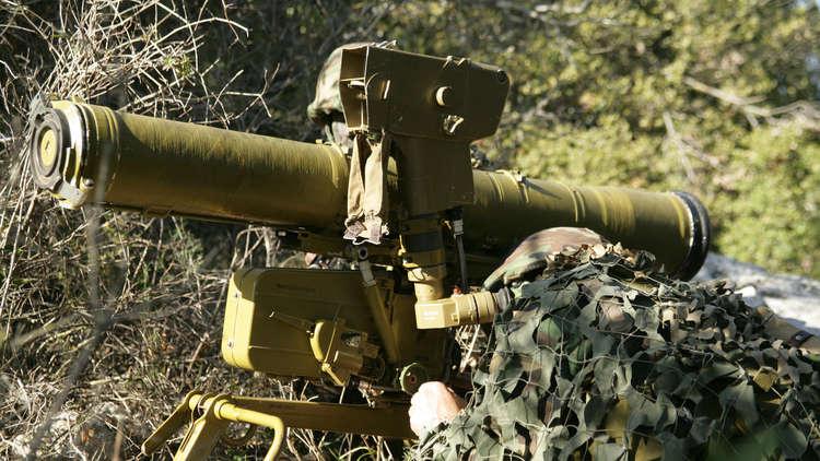 الفصائل المسلحة الفلسطينية تتبنى استهداف حافلة عسكرية إسرائيلية بصاروخ موجه