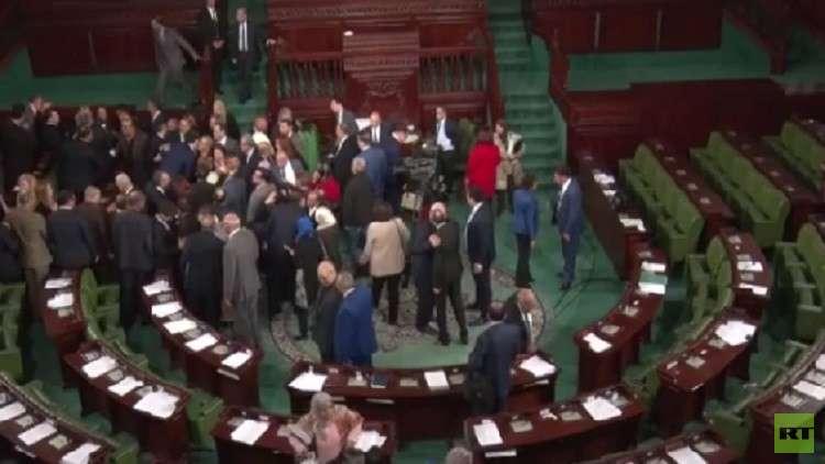 برلمان تونس يقر التعديل في حكومة الشاهد