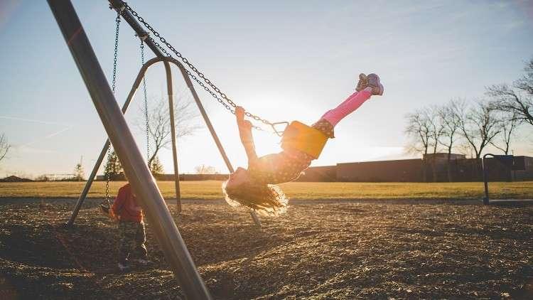 اللعب في الهواء الطلق يحمي الأطفال من