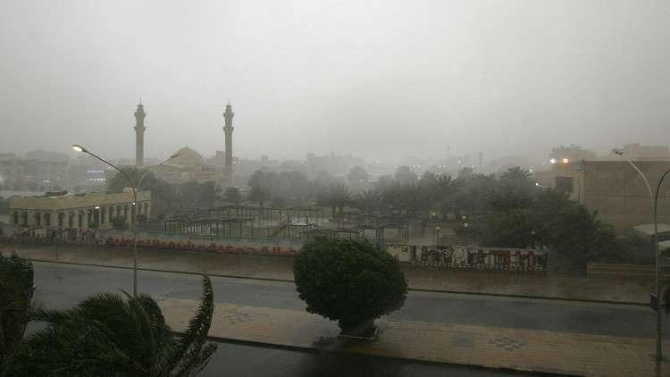 الحكومة الكويتية تقرر تعطيل الدوائر الحكومية والمدارس بسبب الأمطار