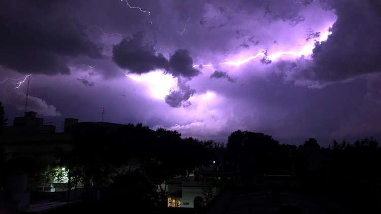 أرجنتينيون يعزون سوء الأحوال الجوية إلى
