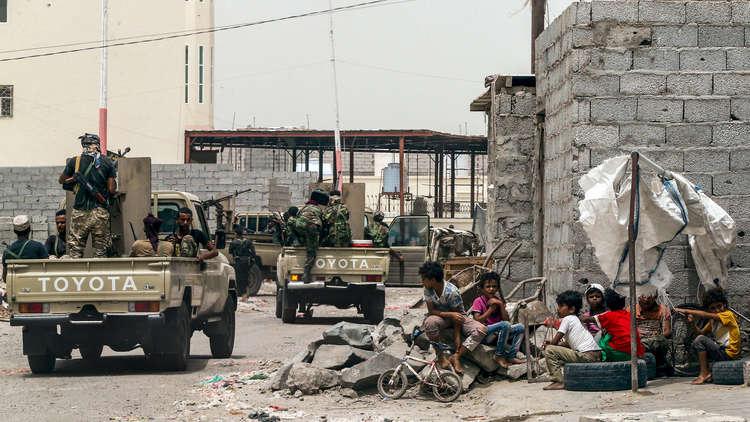 بالصور.. مجهولون يغتالون مسؤولا أمنيا رفيع المستوى في عدن