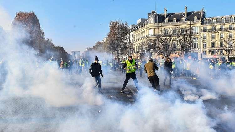 400 جريح في الاحتجاجات على ارتفاع أسعار الوقود بفرنسا