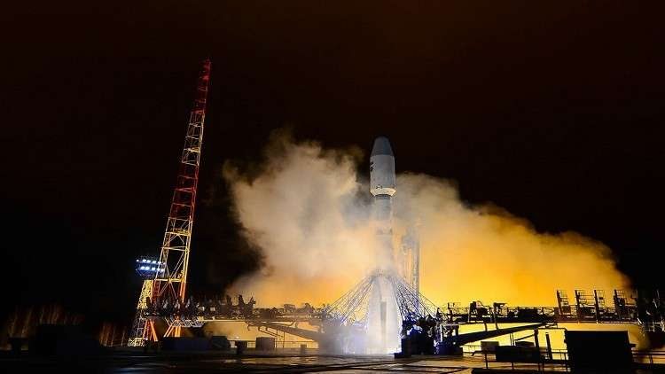 روسيا تطلق ثلاثة أقمار صناعية عسكرية إلى الفضاء