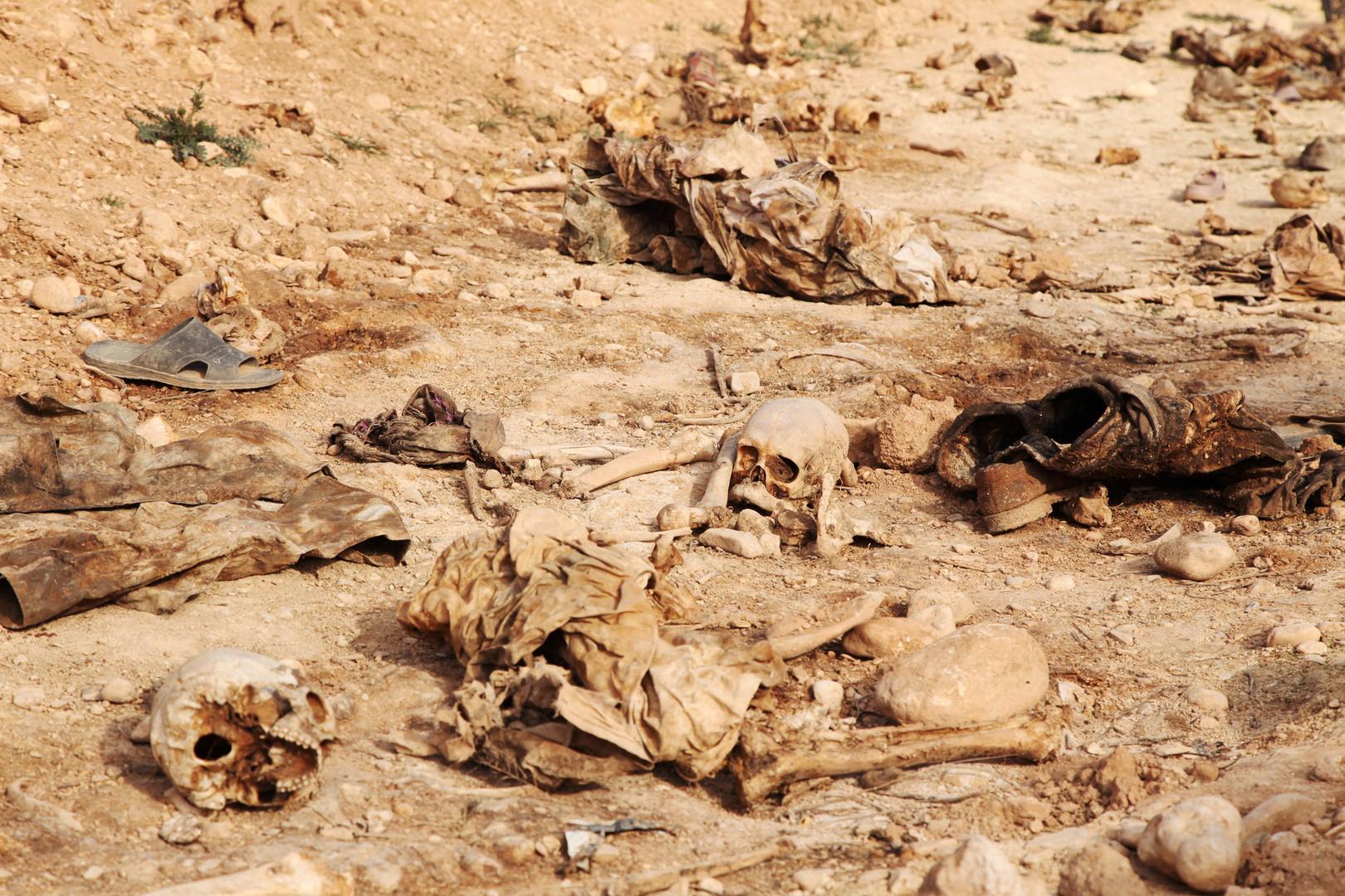 صور وأرقام رسمية مفزعة.. العثور على أكثر من 200 مقبرة جماعية في العراق