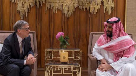 أرشيف - ولي العهد السعودي الأمير محمد بن سلمان والملياردير الأميركي ومؤسس