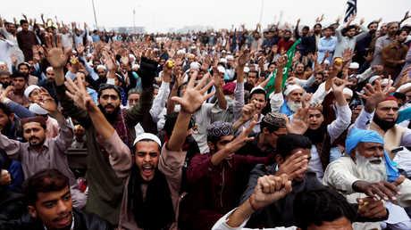 متظاهرون في لاهور
