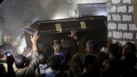 جنازة أحد ضحايا الهجوم على حافلة الأقباط في مصر