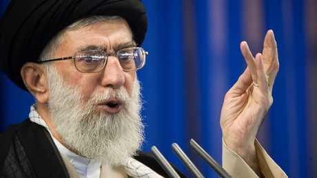 أرشيف - علي خامنئي يتحدث خلال صلاة الجمعة في طهران، 14 سبتمبر 2007