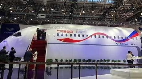"""بالصور.. الكشف عن طائرة روسية صينية ستنافس""""إيرباص"""" و""""بوينغ"""""""