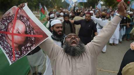 مظاهرات في باكستان تطالب بإعدام آسيا بيبي