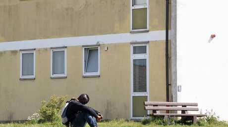 لاجئ في مركز إيواء في ألمانيا (صورة من الأرشيف)