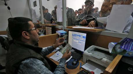 صرف الرواتب في قطاع غزة