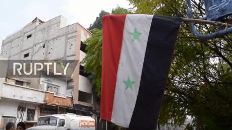 حملة تطوعية لتنظيف مخيم اليرموك للاجئين الفلسطينيين في سورية