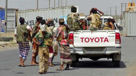 عناصر من القوات الموالية للحكومة اليمنية شرقي لمدينة الحديدة