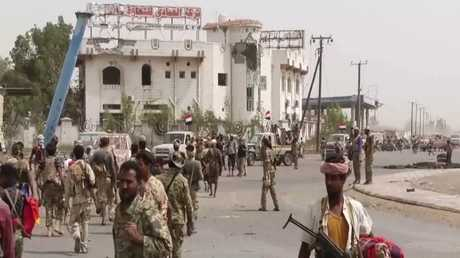 قوات هادي تسيطر على أكبر مشافي الحديدة