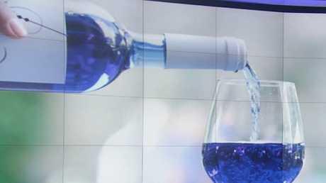 النبيذ الأزرق ابتكار اسباني يغزو الأسواق
