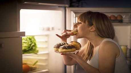 تناول الطعام متأخرا خطر على الصحة