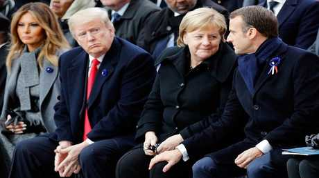 ماكرون: اليورو ليس بديلا للدولار