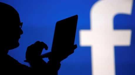 على خطى غوغل.. موظفو فيسبوك يحاربون التحرش الجنسي في العمل