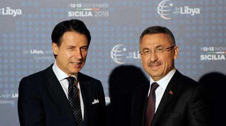 نائب الرئيس التركي فؤاد أوقطاي مع رئيس الوزراء الإيطالي جوزيبي كونتي في مؤتمر باليرمو الدولي حول ليبيا