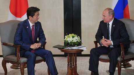 لقاء الرئيس الروسي فلاديمير بوتين ورئيس الوزراء الياباني شينزو آبي في سنغافورة، 14 نوفمبر 2018