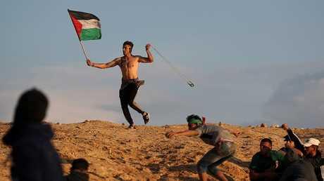 إصابة 40 فلسطينيا برصاص القوات الإسرائيلية على حدود قطاع غزة