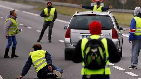 مقتل متظاهرة في حادث خلال حملة لإغلاق الطرق بفرنسا