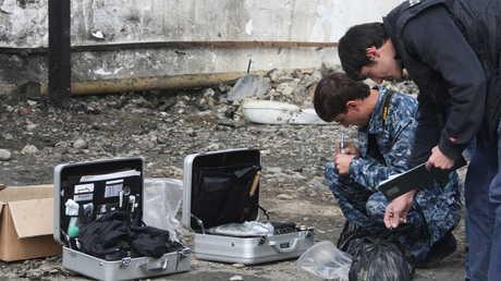 عناصر للشرطة يعملون في موقع تفجير في الشيشان - صورة أرشيفية
