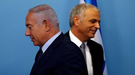 رئيس الوزراء الإسرائيلي بنيامين نتنياهو مع وير المالي موشيه كحلون
