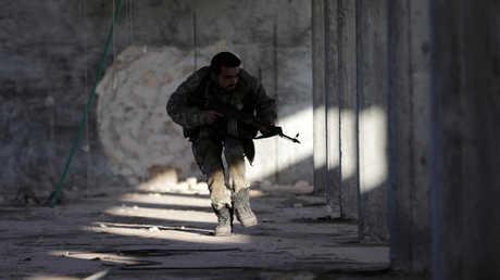 أحد عناصر الفصائل السورية الموالية لتركيا