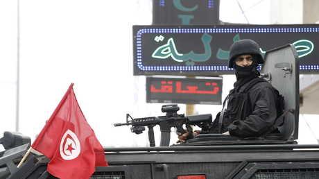 أحد عناصر الأمن في تونس