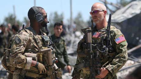 عنصران من الجيش الأمريكي في شمال سورية