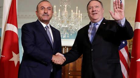 وزير الخارجية التركي مولود تشاووش أوغلو ونظيره الأمريكي مايك بومبيو