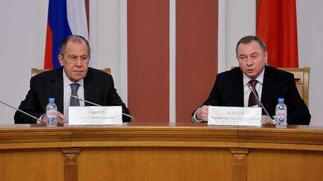 وزير الخارجية الروسي سيرغي لافروف ونظيره البيلاروسي فلاديمير ماكي في مينسك