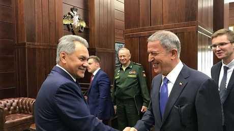 وزيرا الدفاع التركي خلوصي أكار والروسي سيرغي شويغو، أرشيف