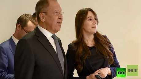وزير الخارجي الروسي سيرغي لافروف ورئيسة قناة RT فرنسا كسينيا فيودوروفا