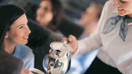 سبب مقرف يجعلك تتجنب شرب القهوة على الطائرات!