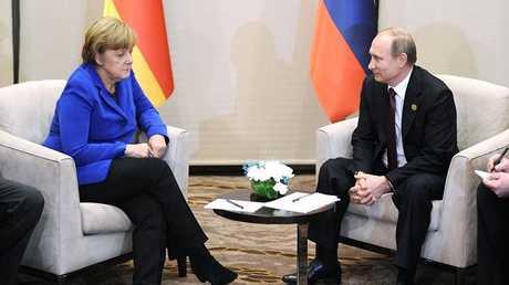 أرشيفية لميركل مع بوتين