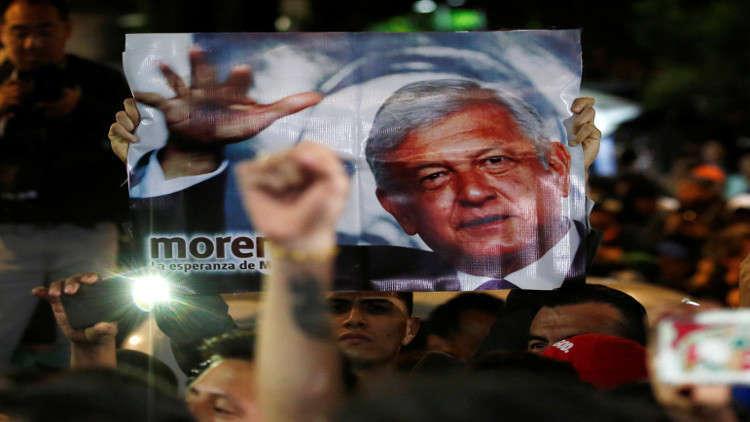 شاهد.. رئيس المكسيك الجديد يضحي بالطائرة الرئاسية!